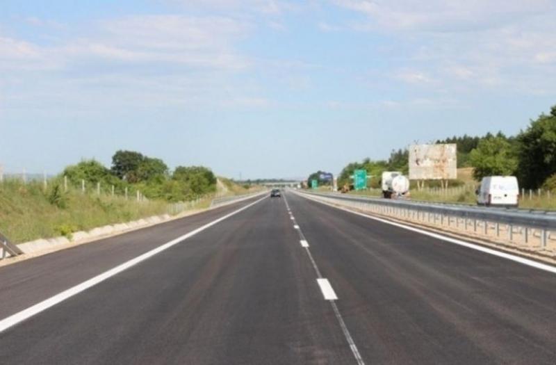 """Движениeто по автомагистрала """"Тракия"""" в посока София, от км 25"""