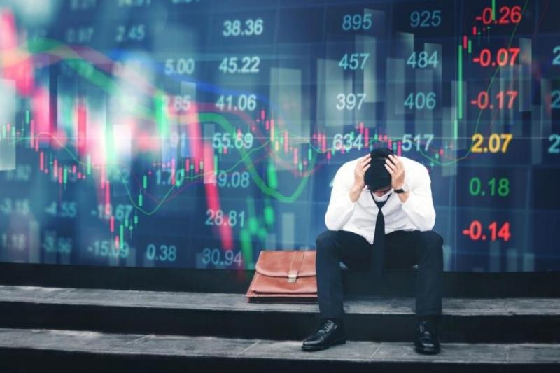 През март общият показател на бизнес климата се понижава с