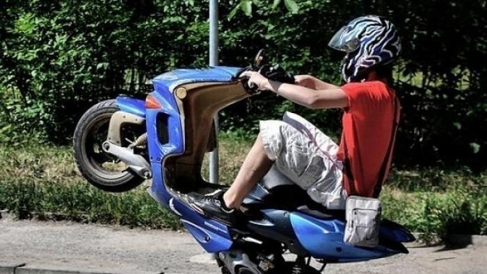 12-годишен подкара нередовен мотопед, глобиха майка му