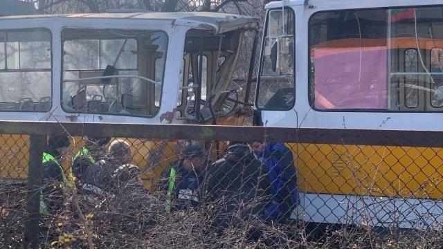 Първи хипотези за трамвайния сблъсък: Ватманът е отклонил вниманието си