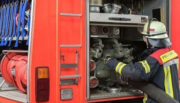 Седем пожарникари от службата в Кърджали са извършили успешна операция
