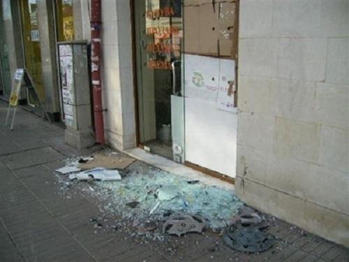 Вандал потроши магазин във Враца и сви оборота