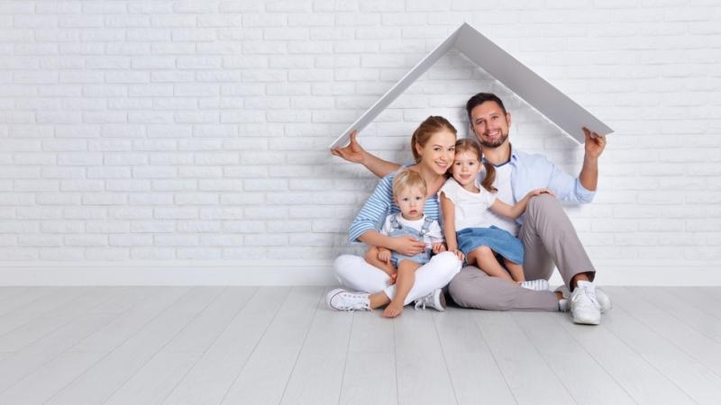 Занормален живот на четиричленно българско семейство - двама възрастни и
