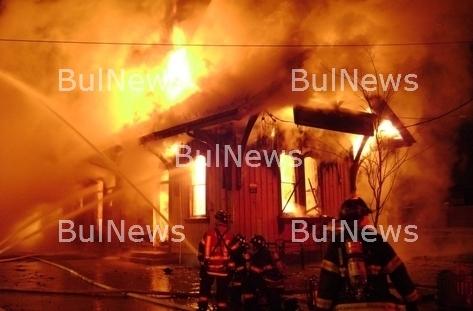 Куче герой спаси жена от горяща къща