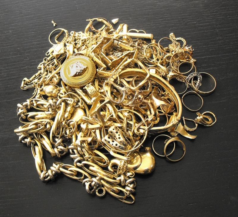 Истински удар е направил крадец, задигнал златото на заможна монтанчанка.
