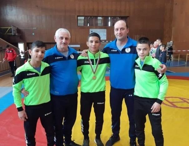 """Младият борец на спортен клуб """"Селановци 93"""" Алберт Ангелов за"""