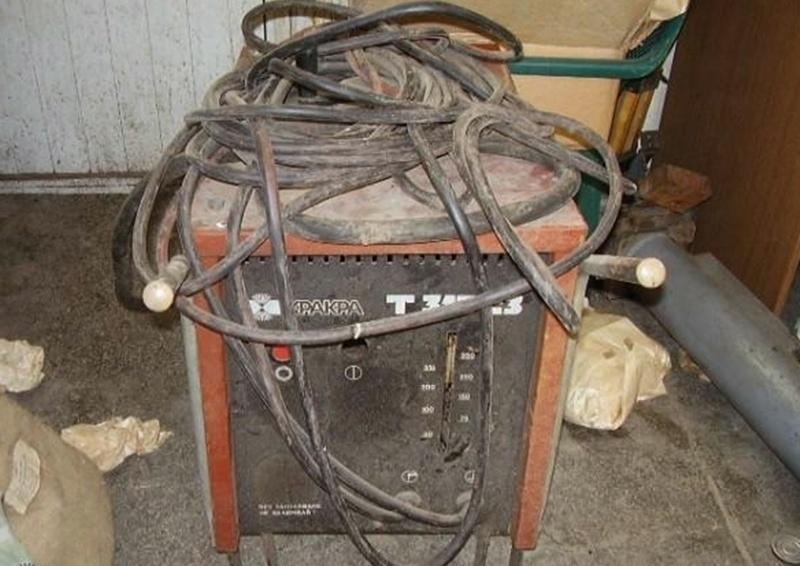 Апаш е откраднал електрожен, моторна резачка и медни съдове от