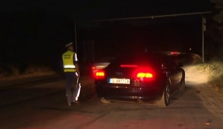Пиян мъж е заловен да дава газ на колата си