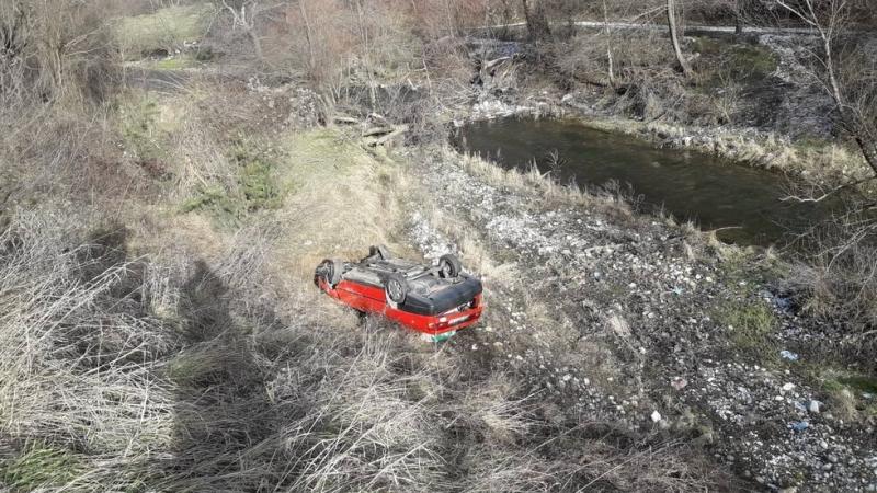 Лек автомобил е излетял от пътя Разлог-Белица и е паднал