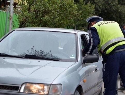 Късно снощи в романското село Камено поле полицаи са провели