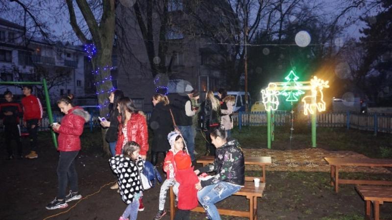 Коледно градче посреща децата на Видин на детската площадка до