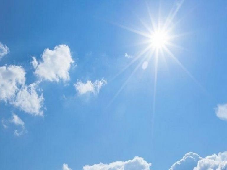 Времето в четвъртъкпродължава да се затопля. До обяд на много