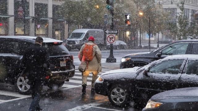 Първи сняг падна в Ню Йорк. Това предизвика сериозни проблеми