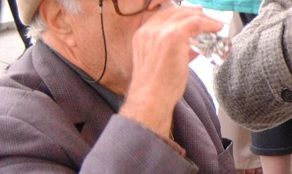 Полицейски служители са хванали пиян дядо зад волана във Видинско,
