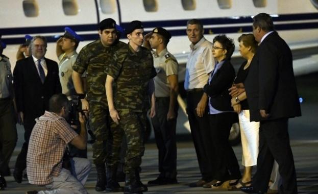 Турски съд разпореди да бъдат освободени двамата гръцки военнослужещи,които през