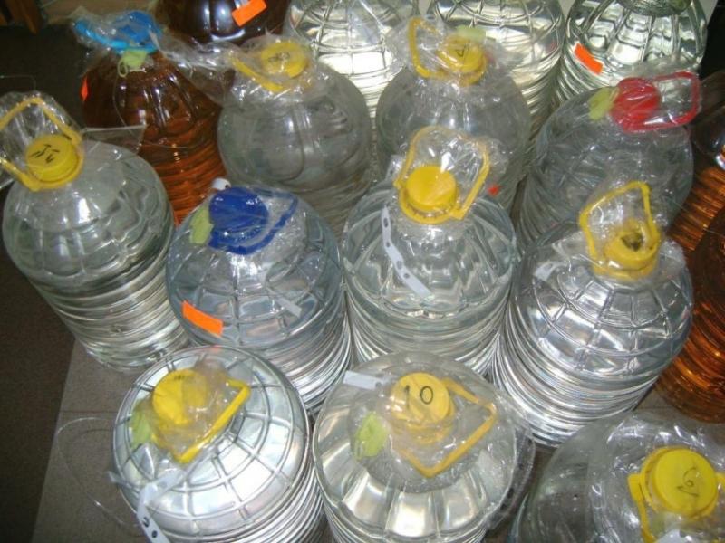 Снимка: Над 200 литра контрабанден алкохол иззеха полицаи в Павликени