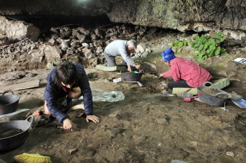 В испанските Пиренеи археолози откриха пещера с останките на хора,