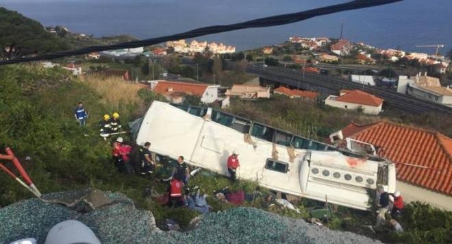 Най-малко двадесет и осем души загинаха при катастрофа на туристически