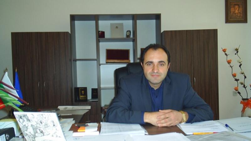 Отмениха отстраняването на кмета на Костенец