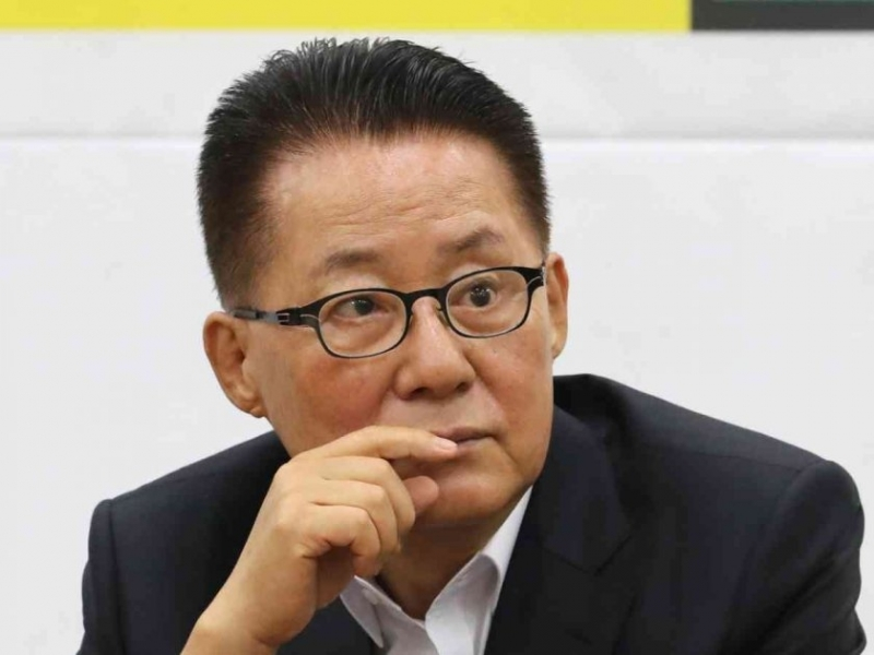 Южна Корея назначи бивш депутат, осъден за изпращане на 450