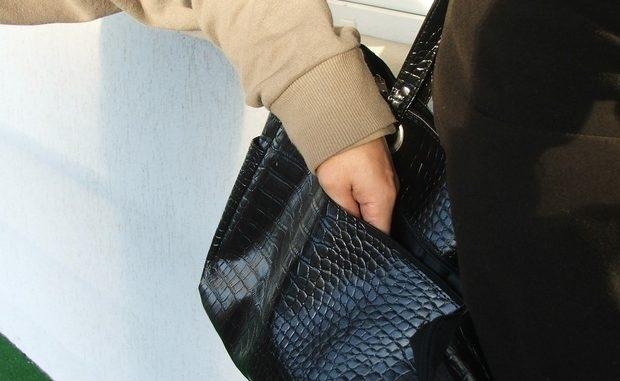 Изпечен бандит открадна скъпарски очила от жена в Бяла Слатина, арестуваха го
