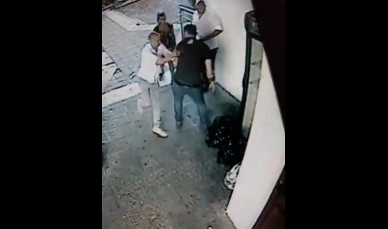 Снимка: Екшън след дискотека! Пиян младеж стреля с пистолет в центъра на Монтана /снимки/