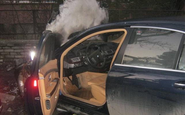 Пожарникари тази нощ гасиха подпален автомобил в Оряхово, съобщиха от