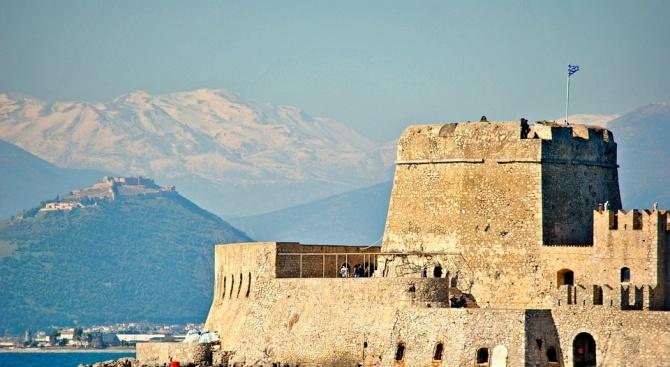 Сняг покри високите части на планината Олимп. Средиземноморският циклон, според