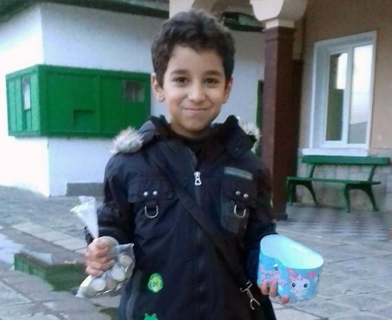 8-годишно дете на сирийски бежанци дари спестяванията си на българско