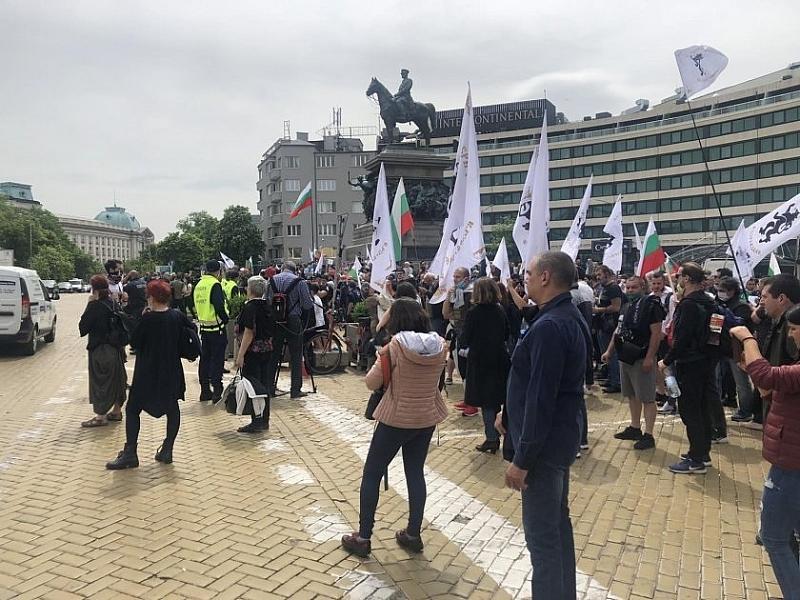 В София ври и кипи! Огромен протест пред парламента иска оставката на Бойко Борисов, мисирките мълчат
