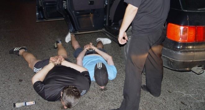 Неравна битка! Дилъри замеряха с дрога видински полицаи, прибраха трима в ареста