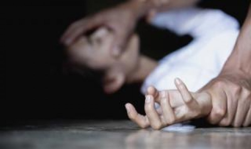 Момиче почина след групово изнасилване