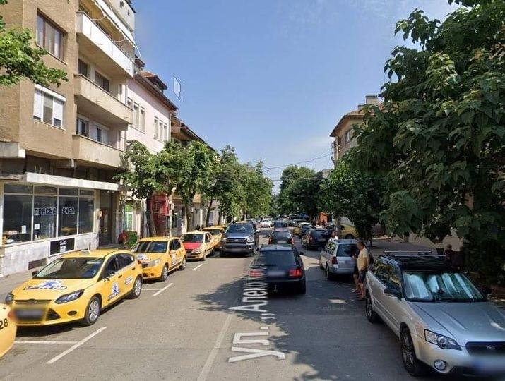 """Временно ограничават движението по ул. """"Алеко Константинов"""" във Враца, съобщиха"""