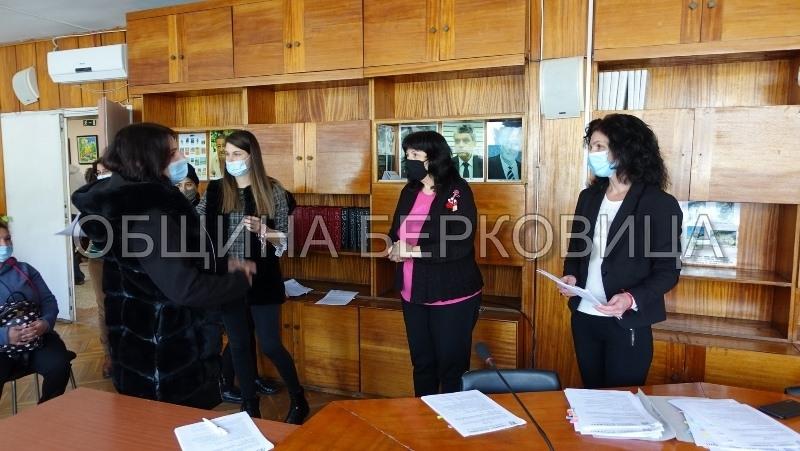 В Община Берковица, официално бяха връчeни трудовите договори на одобрените