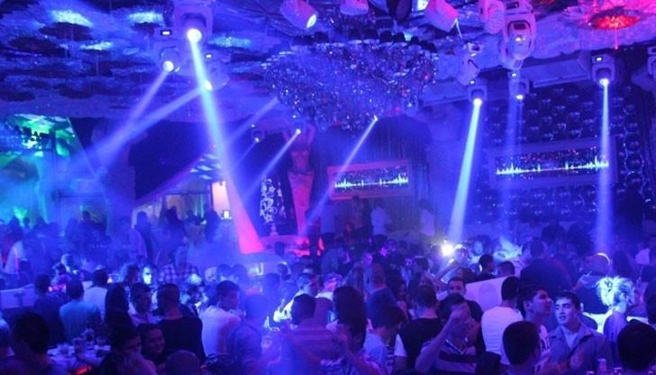 Нощните клубове, дискотеките и барове ще отворят врати от 15