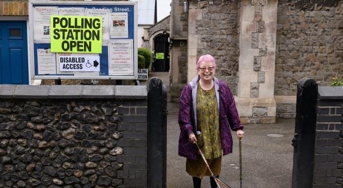 Във Великобритания отвориха избирателните секции за предсрочните парламентарни избори, които