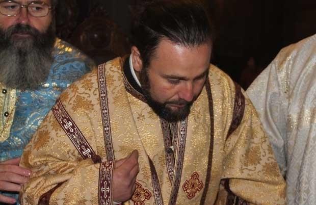 Свещеник падна от камбанарията в Сапарева баня, докато я боядисва.