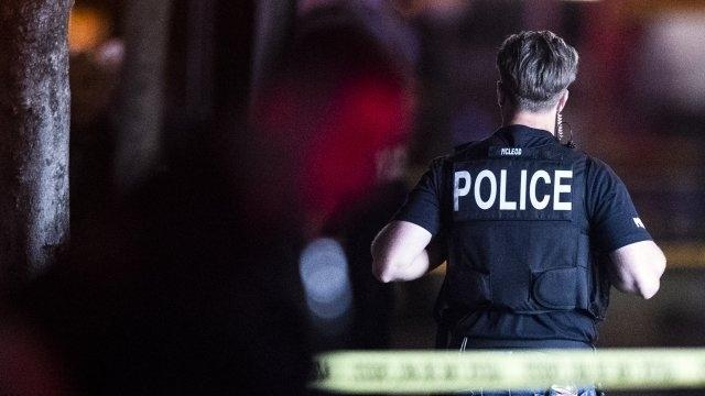 Три деца и младеж са били ранени при стрелбапо време