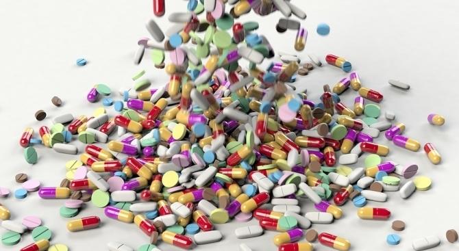Болен мъж подари лекарствата си на министър Кирил Ананиев