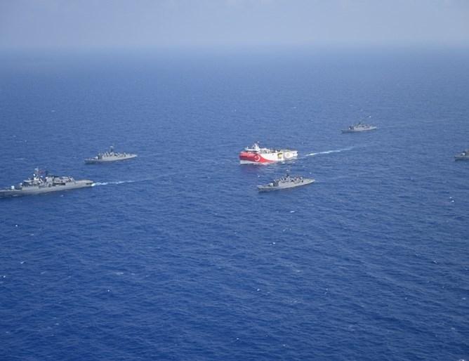 Гръцки и турски военни кораби са участвали в сблъсък в Средиземно море