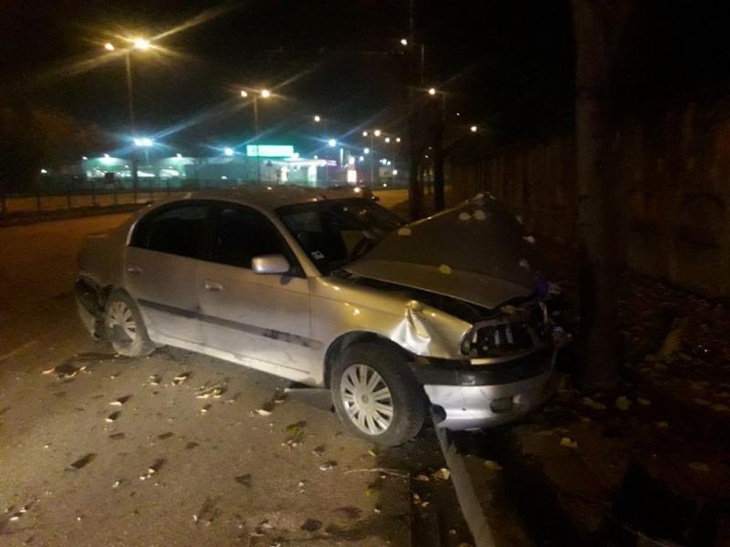 Мъж е загинал след като е забил автомобила си в
