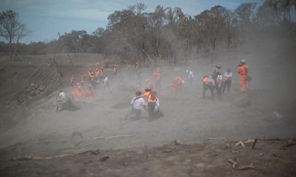 Броят на жертвите от изригването на вулкана Фуего в Гватемала