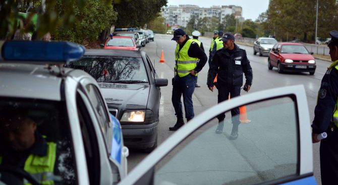 Стотици врачани се изпотиха заради проверки от местните полицаи, съобщиха