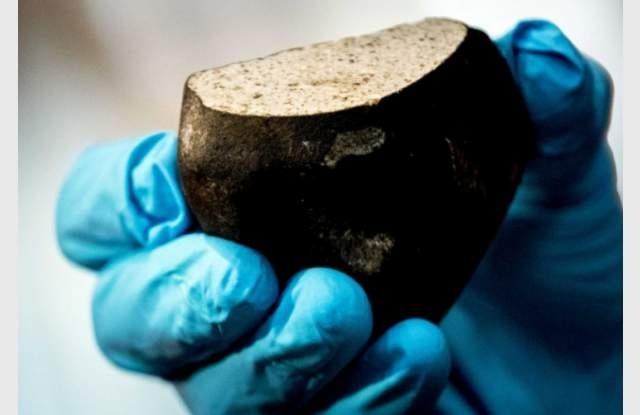 5,5-килограмов къс от лунна скала, който паднал на Земята като