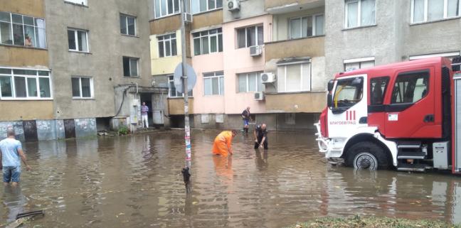 Пороен дъжд наводни Благоевград /снимки/