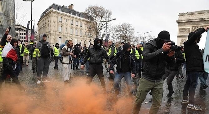 """Протестите на """"жълтите жилетки"""" във Франция и техните успехи подтикнаха"""