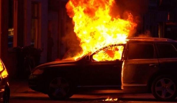 Лек автомобил е горял тази нощ в село Хайредин, съобщиха