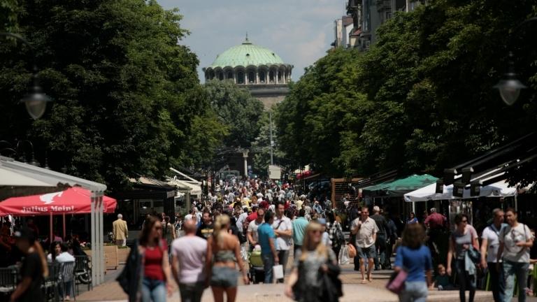Българите проявяват очаквана висока социална чувствителност и желание за далеч
