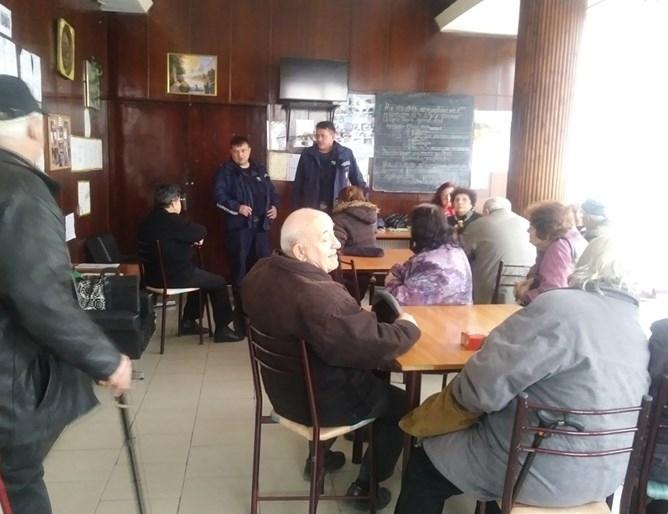 Под формата на беседи полицейските служители ще запознават възрастните хора