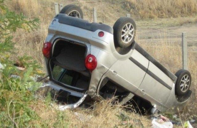 Екшън в Северозапада! Хлапаци катастрофираха с открадната кола и избягаха